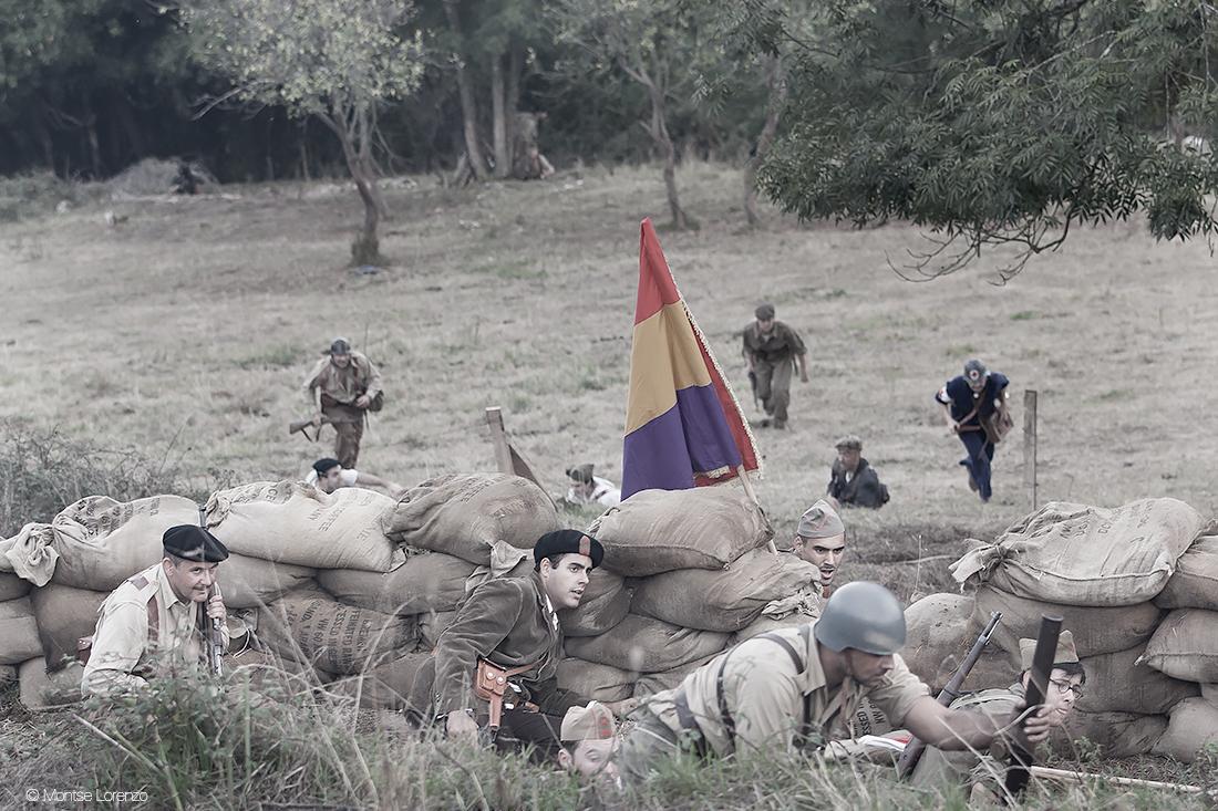 Milicianos avanzando